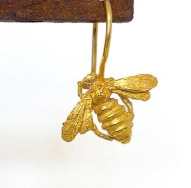 Ohrhänger-Biene
