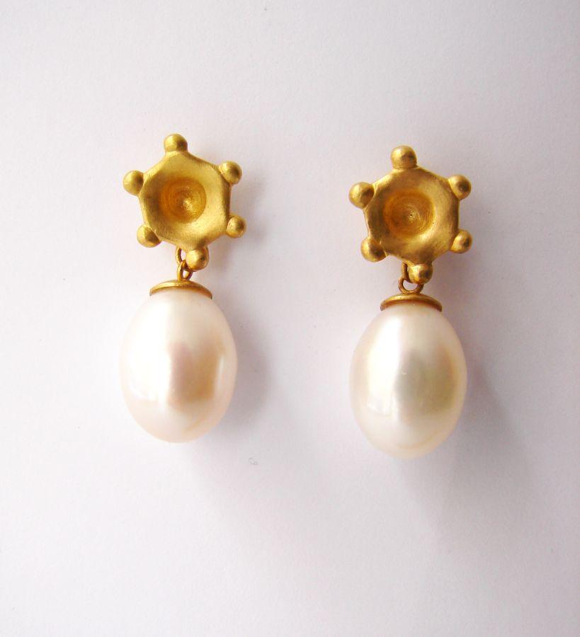 Ohrhaenger-Perle-Gold