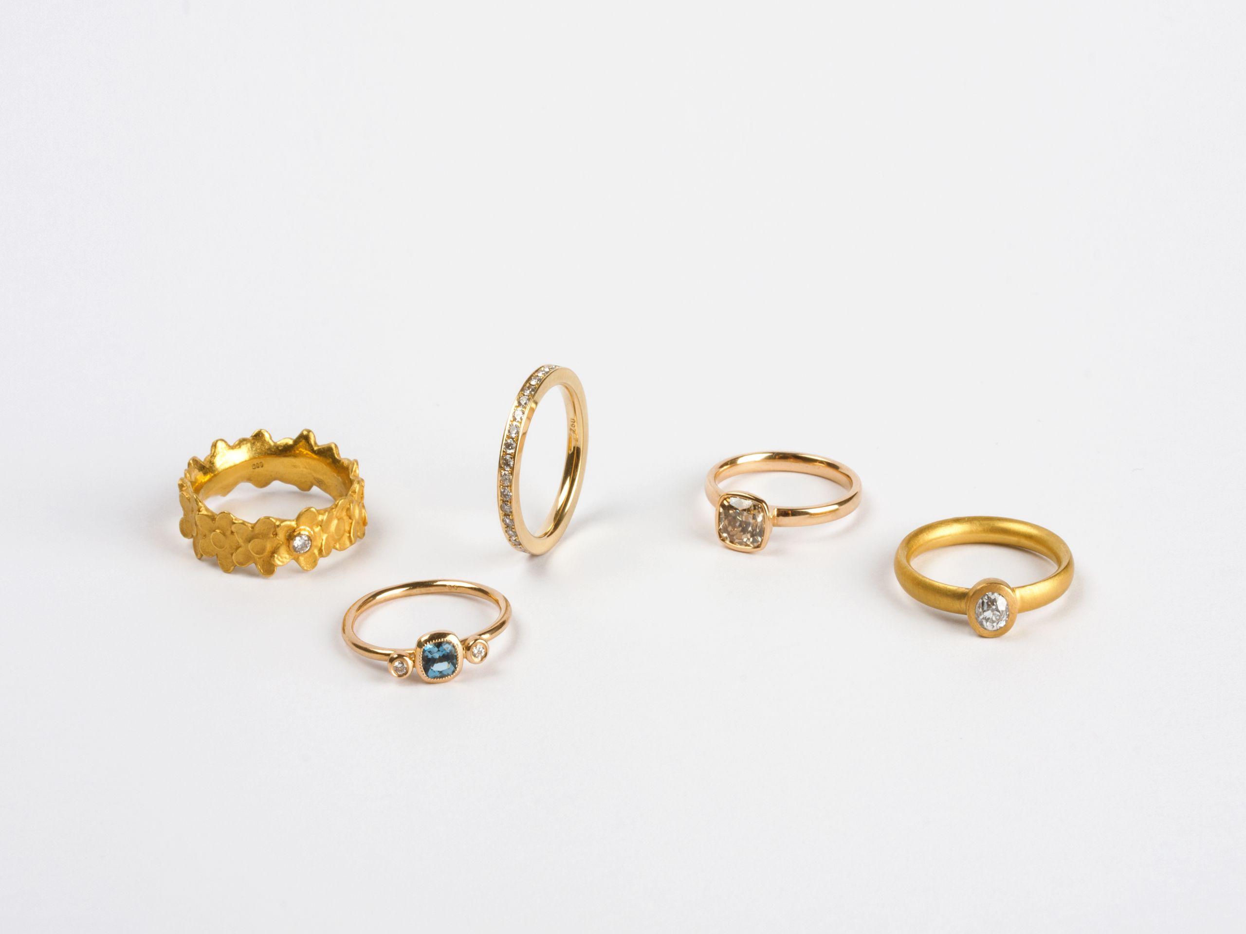 Ringe-Gelbgold-Steine-Ehering-Verlobungsring