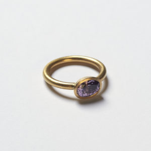 Ring Schale mit lila Spinell